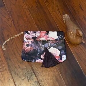 🍀3for30🍀Ion clutch floral with tassel